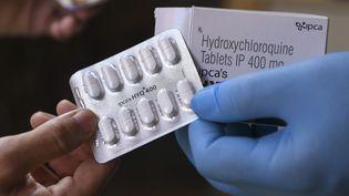 Une tablette d'hydroxychloroquine, dans une pharmacie d'Amritsar, en Inde, le 27 avril 2020. (NARINDER NANU / AFP)