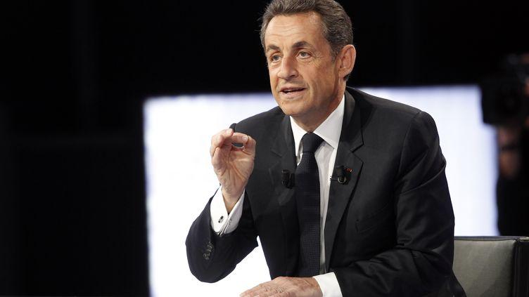 """Nicolas Sarkozy sur le plateau de """"Des paroles et des actes"""" sur France 2, le 12 avril 2012. (THOMAS SAMSON / AFP)"""