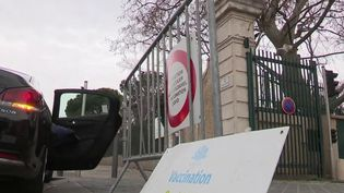 Vaccination contre le Covid-19 : à Marseille, des habitants peinent à décrocher un rendez-vous (France 2)