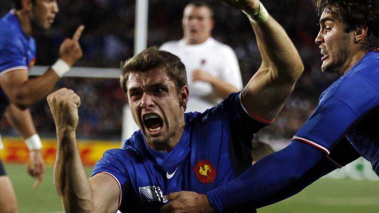 Le Français Vincent Clerc après son essai contre l'Angleterre, en quarts de finale de la Coupe du monde, le 8 octobre 2011 à Auckland (Nouvelle Zélande). (STEFAN WERMUTH / REUTERS)