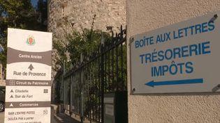 À Sisteron (Alpes-de-Haute-Provence), le centre des impôts se mobilise contre un déménagement annoncé à Digne-les-Bains. 800 000 € y ont été investis il y a deux ans et les élus dénoncent un gâchis. (FRANCE 2)