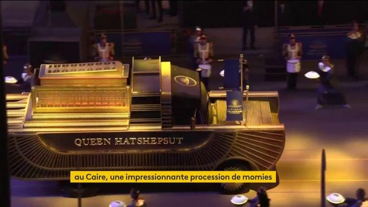 Le cortège de momies au Caire pour allerdans leur nouveau musée (FRANCEINFO)
