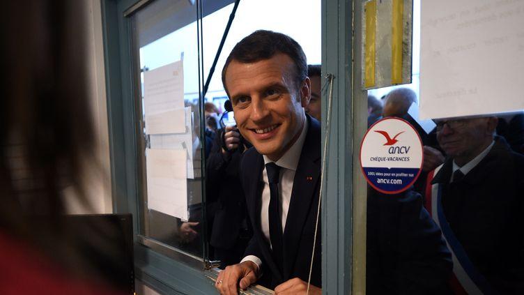 Emmanuel Macron le 14 novembre à Tourcoing. (FRANCOIS LO PRESTI / POOL / AFP)