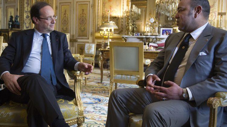 François Hollande et le roi du Maroc Mohamed VI, en mai 2012 à l'Elysée. (JOEL SAGET / AFP POOL)