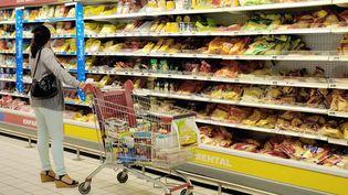 """En cinq ans, les Français ont perdu en moyenne 1 500 euros de pouvoir d'achat, selon le magazine """"60 millions de consommateurs"""". (PHILIPPE HUGUEN / AFP)"""