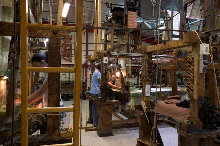 Des métiers à tisser Jacquard  (A. Maniscalco)