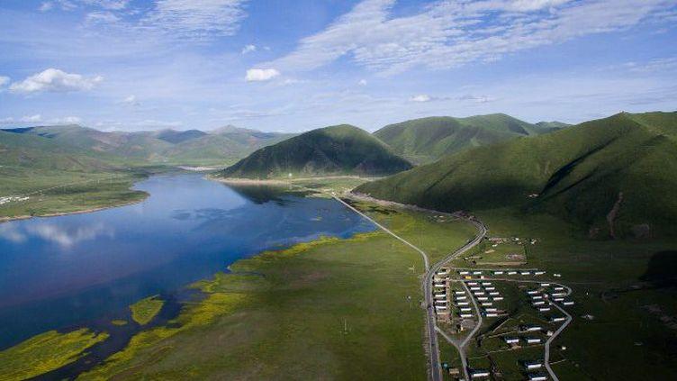 Photo aérienne du lac de Taiyang dans la province du Sichuan en Chine. (JIANG HONGJING / XINHUA)