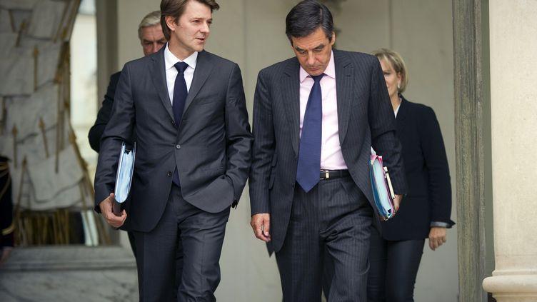 Le ministre des Finances François Baroin et le Premier ministre François Fillon le 5 octobre 2011 à la sortie du conseil des ministres à Paris. (LIONEL BONAVENTURE/AFP)