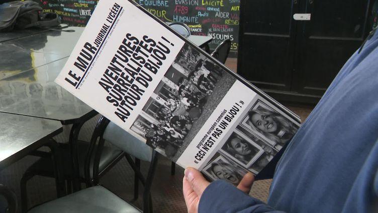 """Créé en 1986, le journal """"Le Mur"""" continue d'être édité plusieurs fois par an par les élèves du lycée professionnelJean Guéhenno. (France 3 Centre-Val de Loire)"""