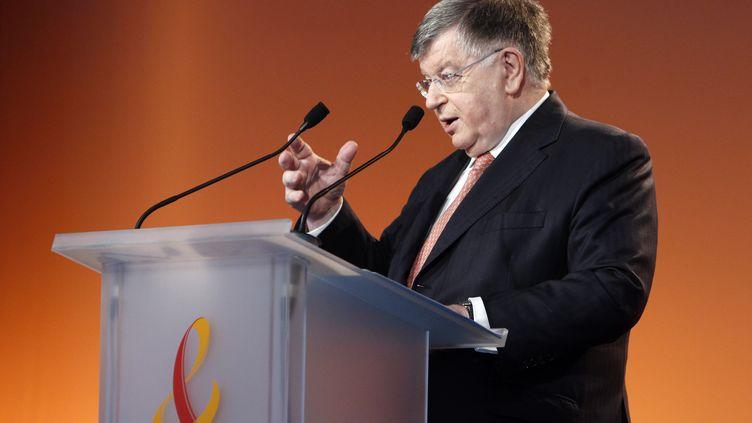 Didier Lombard, alors PDG de France Télécom, présente les résultats annuels du groupe, le 25 février 2010 à Paris. (FRANCOIS GUILLOT / AFP)