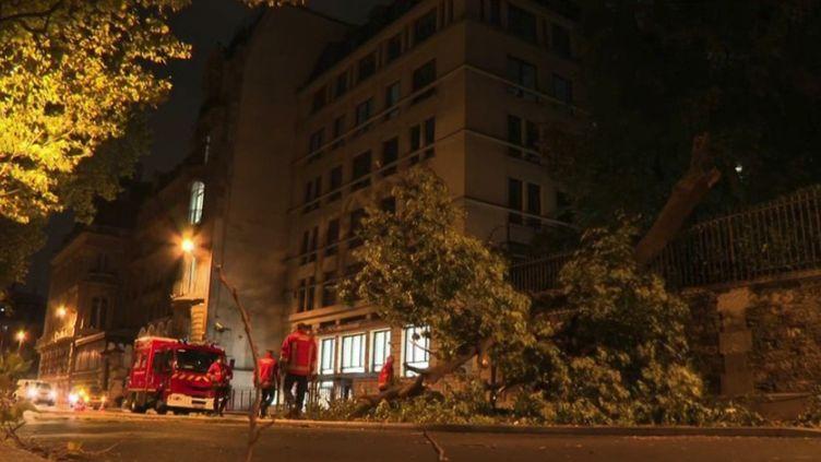 L'Île-de-France a été touchée par la tempête Aurore dans la nuit du mercredi 20 au jeudi 21 octobre. (CAPTURE ECRAN FRANCE 2)