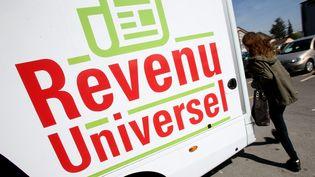 Lors de la campagne présidentiellede 2017 en France, le candidatPS Benoit Hamon avait silloné la France avec des caravanes promouvant l'instauration d'un revenu universel. Photo d'illustration. (MAXPPP)