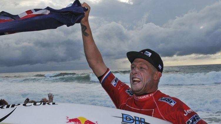 L'Australien Mick Fanning (NICOLAS MOLLO / AFP)