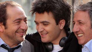 """Timsit et Anconina avec Thomas Langmann sur le tournage de """"Stars 80""""  (Daniel Angeli / La Petite Reine )"""