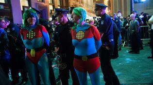 Des policiers américains arrêtent des manifestants lors de la Semaine pour le climat organisée avant le sommet aux Nations unies, le 22 septembre 2014, à NewYork (Etats-Unis). (BRYAN THOMAS / GETTY IMAGES NORTH AMERICA / AFP)