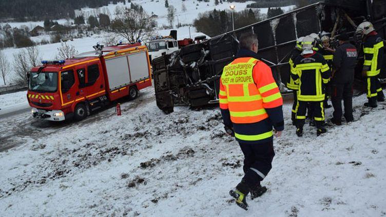 (La route enneigée et la vitesse excessive pourraient être à l'origine de l'accident © MaxPPP)