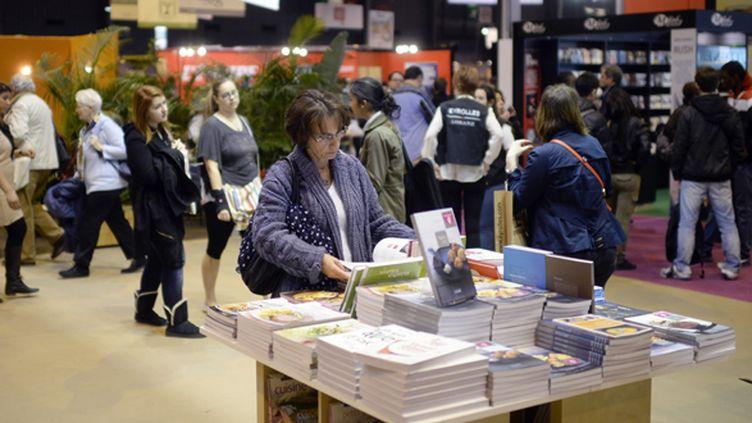 Dans les allées du Salon du livre de Paris le 21 mars 2014.  (Martin Bureau / AFP)