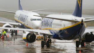 Un avion Ryanair sur le tarmac de l'aéroport deWeeze, en Allemagne, le 22 décembre 2017. (ARNULF STOFFEL / DPA / AFP)
