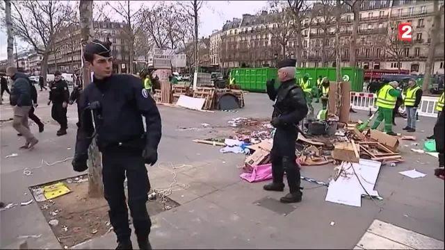 """""""Nuit debout"""" : la place de la République évacuée par la police"""