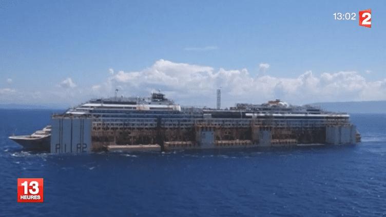 """Parti de l'île de Giglio (Italie), le """"Costa Concordia"""" doit passer à 25 kilomètres des côtes corses, dans la nuit du jeudi 24 au vendredi 25 juillet 2014. ( FRANCE 2)"""