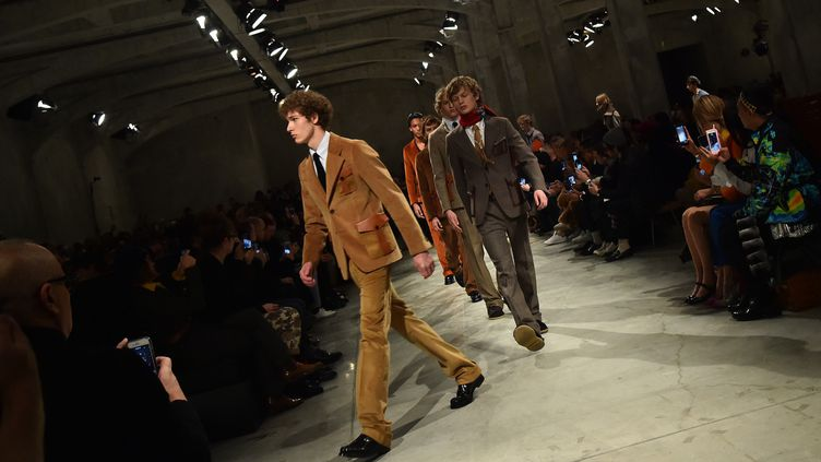 Fashion week de Milan : Prada, collection prêt-à-porter masculin automne-hiver 2017-2018.  (GIUSEPPE CACACE / AFP)