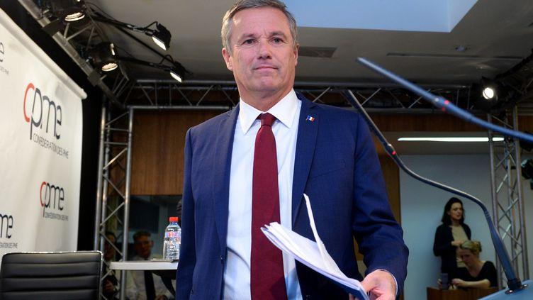 Le candidat de Debout la France, Nicolas Dupont-Aignan, lors d'un débat organisé dans les locaux de la Confédération des Petites et Moyennes Entreprises (CPME), à Paris, le 6 mars 2017. (ERIC PIERMONT / AFP)