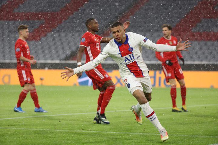 Auteur d'un doublé contre le Bayern Munich, Kylian Mbappé offre un ticket au PSG pour les demi-finales de Ligue des Champions. (ARNAUD JOURNOIS / MAXPPP)