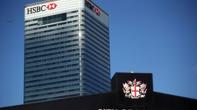 Le bâtiment de la banque HSBC à Canary Wharf, à Londres, le 8 août 2018. (HANNAH MCKAY / REUTERS)