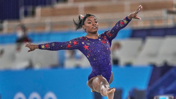 Simone Biles lors des qualifications du concours général individuel et par équipes, le 25 juillet 2021. (ULRIK PEDERSEN / NURPHOTO / AFP)