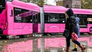 Depuis septembre 2018, Dunkerque (Nord) est la plus grande ville française a proposé un réseau de bus gratuits. (PHILIPPE HUGUEN / AFP)