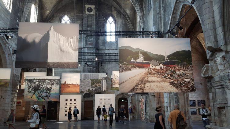 """L'exposition Datazone du Français Philippe Chancel aux Rencontres de la photo d""""Arles 2019 (photo d'illustration). (ANNE CHÉPEAU / FRANCE-INFO)"""