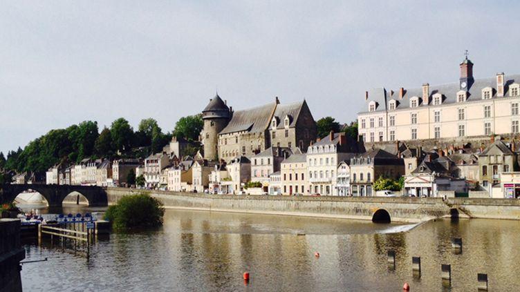 (Coincée entre la Sarthe et la Loire Atlantique, la Mayenne tente de remédier à son déficit d'image. © Radio France / Hélène Lam Trong)
