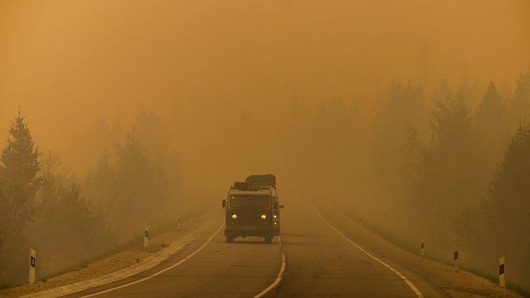 Des feux de forêts près de Iakoutsk, en Sibérie (Russie), le 27 juillet 2021. (DIMITAR DILKOFF / AFP)