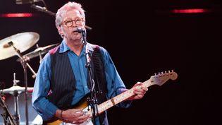 Le guitariste britannique Eric Clapton sur scène au Royal Albert Hall (Londres) en mai 2015.  (Justin Ng / NurPhoto/ AFP)