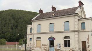 La gare de Deville(Ardennes)ressemble à un musée.Il s'agit pourtant d'unegare abandonnée. (CAPTURE ECRAN FRANCE 3)
