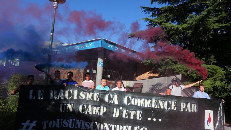 Manifestation d'une douzaine de membres du FN à Reims le 25 août (FRANCOIS NASCIMBENI / AFP)