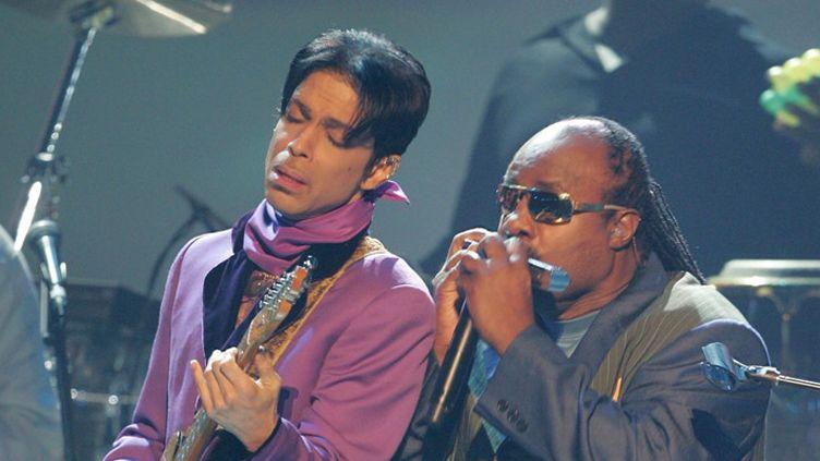Prince et Stevie Wonder aux 2006 BET Awards à Los Angeles, le 27 juin 2006  (Fraze Harrison / Getty Images / AFP)