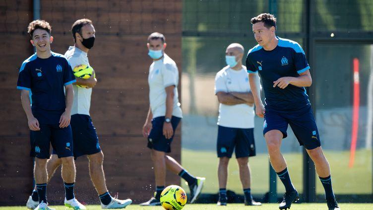 Des joueurs de l'Olypique de Marseille s'entraînant pour la saison 2021 de la Ligue 1, le 30 juin 2020. (CLEMENT MAHOUDEAU / AFP)