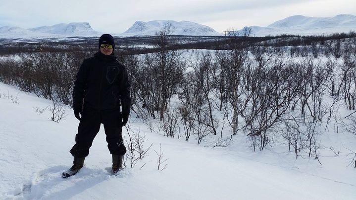 A Abisko, dansl'extrême nord de la Suède. La commune est située au bord du lac Torneträsk et sur la ligne de chemin de fer construite au début du XXᵉ siècle pour évacuer le minerai vers la mer (LUCAS DE BONDELON)