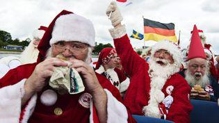 Défilé de Père Noël au Danemark. (MATHIAS LOEVGREEN BOJESEN / EPA/SCANPIX DENMARK)