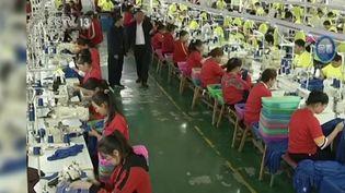 Après le travail des enfants il y a quelques années, des grands groupes de textile sont accusés de fermer les yeux sur le travail forcé de la minorité ouïghoure en Chine. (CAPTURE ECRAN FRANCE 3)