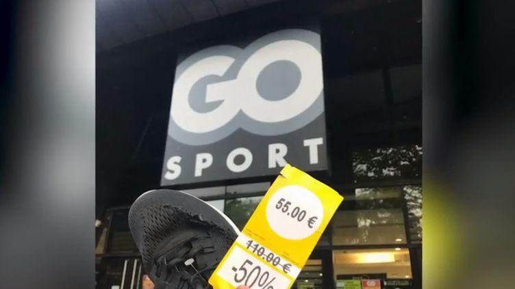 Une photo d'une basket lacérée au cutter, retrouvée dans une poubelle de Go Sport, diffusée sur Twitter. (france 3)