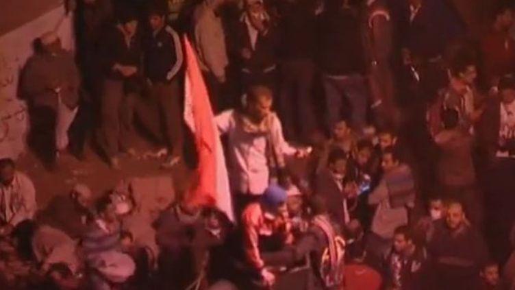 Place Tahrir au Caire à la Tombée de la nuit - mardi 22 novembre (Reuters et APTN)