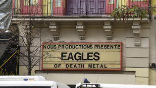 Le concert des Eagles of Death Metal toujours annoncé au fronton du Bataclan, le 18 novembre 2015, à Paris. (DOMINIQUE FAGET / AFP)