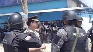 Équateur : lourd bilan après un nouvel affrontement entre gangs rivaux dans une prison (FRANCEINFO)