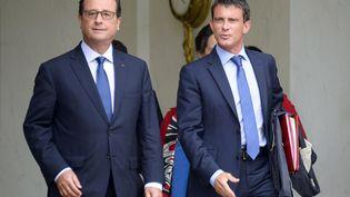 François Hollande et Manuel Valls, le 27 août, à la sortie du premier Conseil des ministres du gouvernement Valls 2. (BERTRAND GUAY / AFP)