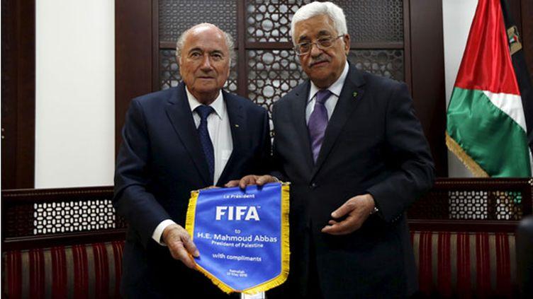 (Rencontre entre le président de la Fifa, Joseph Sepp Blatter et Mahmoud Abbas © Mohamad Torokman/Reuters)