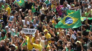 Des manifestants contre le retour de l'ancien président Lula au pouvoir, à Brasilia, le 17 mars 2016. (NELSON ALMEIDA / AFP)