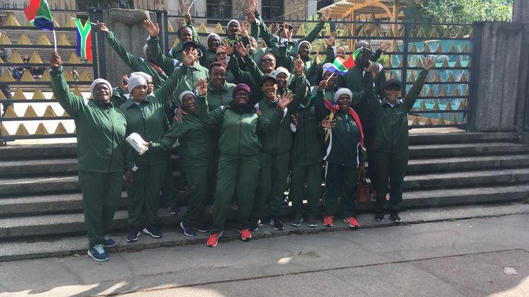 """Photo postée sur le compte Twitter @VakhegulaF de l'équipe des """"mamies footballeuses"""" sud-africaines le 12 juin à Montmartre (Paris). (CAPTURE D'ECRAN)"""