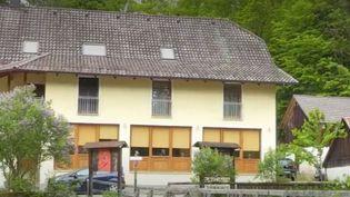 À Passau, en Allemagne, plusieurs victimes auraient été tuées à l'arbalète. Les enquêteurs se demandent s'il s'agit d'un suicide collectif ou d'une affaire criminelle. (FRANCE 3)